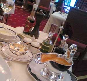 Посуда и приборы для подачи блюд и напитков на стол